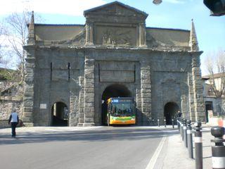 Центральные ворота в верхний город