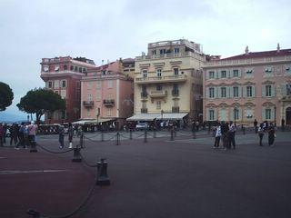 Площадь перед княжеским дворцом, крайний справа